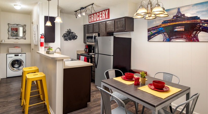 B1 Dining & Kitchen Space